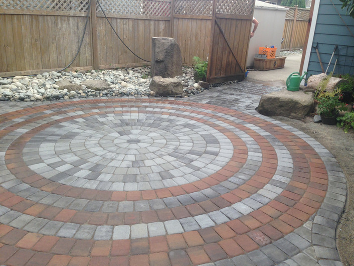 Beautiful circle pavingstone patio