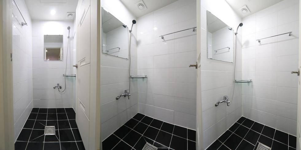 4층 샤워실 3개