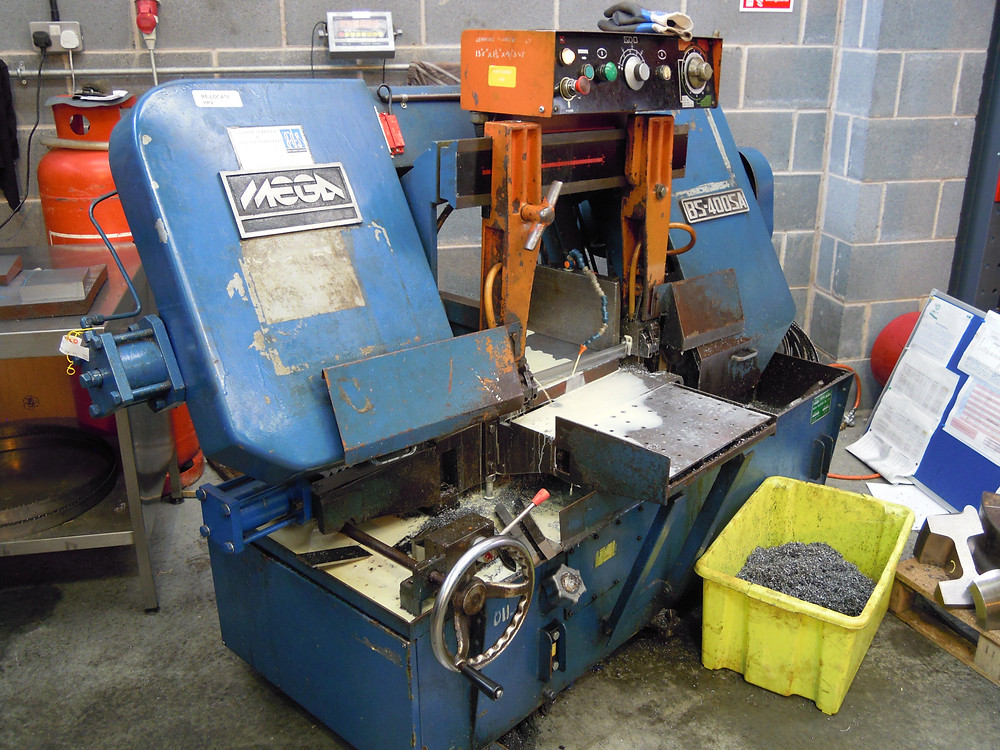 Our old MEGA 400 bandsaw suffered a catastrophic gearbox failure and proved to be beyond economic repair and is being replaced by the new version