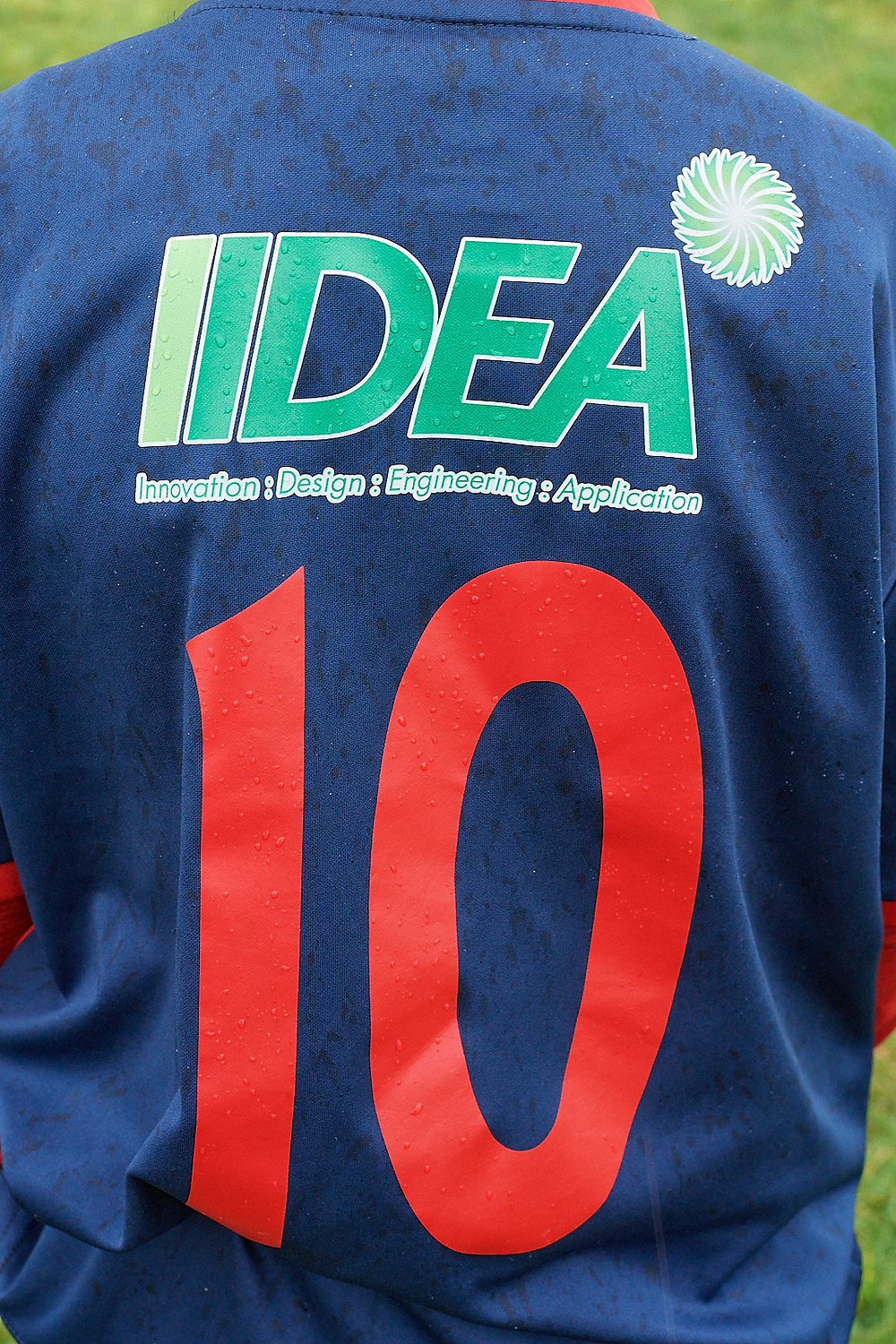IIDEA logo in prominent position across the back of the shirt