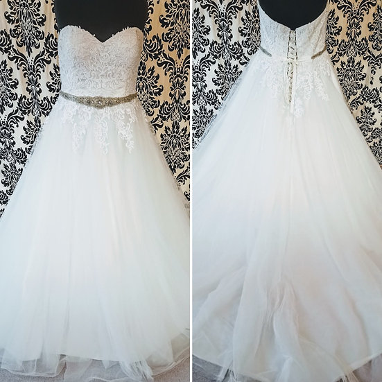 Size 20 ivory lace & tulle ballgown wedding dress