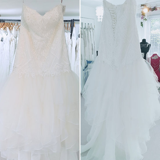 Size 26 Veromia 'Millie' ivory lace fishtail wedding dress