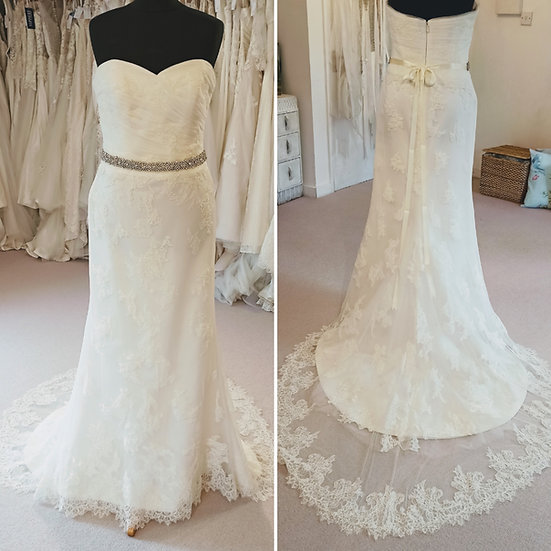 Size 14 Benjamin Roberts lace and tulle fit and flare wedding dress