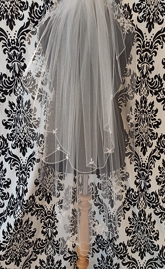 Fingertip double layer scalloped edge veil with lace appliques