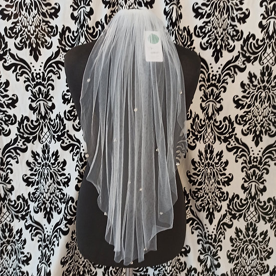 Single layer short veil with pearl and diamante decoration