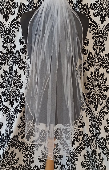Single layer fingertip length ivory veil with diamante edging
