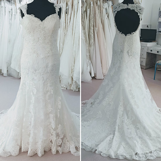 Size 16/18 Tres Chic lace fit & flare wedding dress with keyhole back