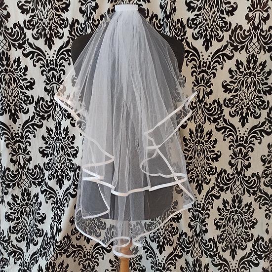 Double-layer white ribbon-edge fingertip veil