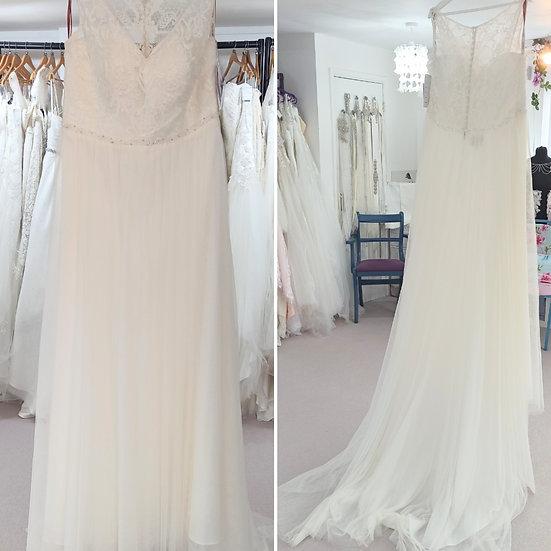 Size 24 Veromia simple boho ivory wedding dress