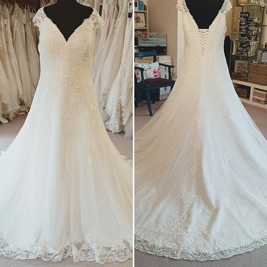 Size 22 / 24 ivory lace A-line off-the-shoulder wedding dress