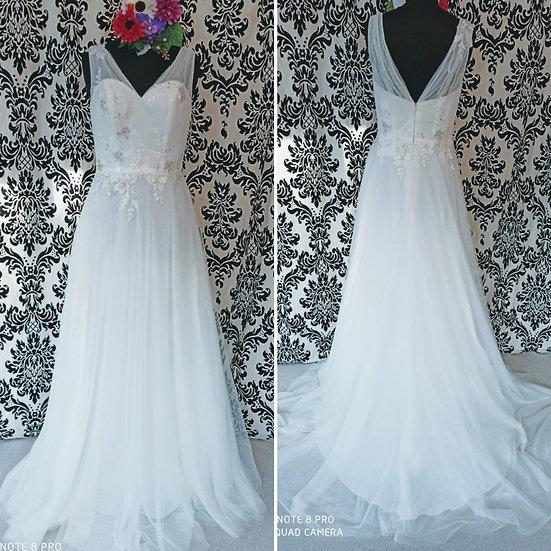 Size 10 Boho-style ivory tulle wedding dress