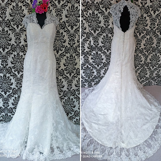 Ivory lace fit & flare wedding dress with keyhole back size 16