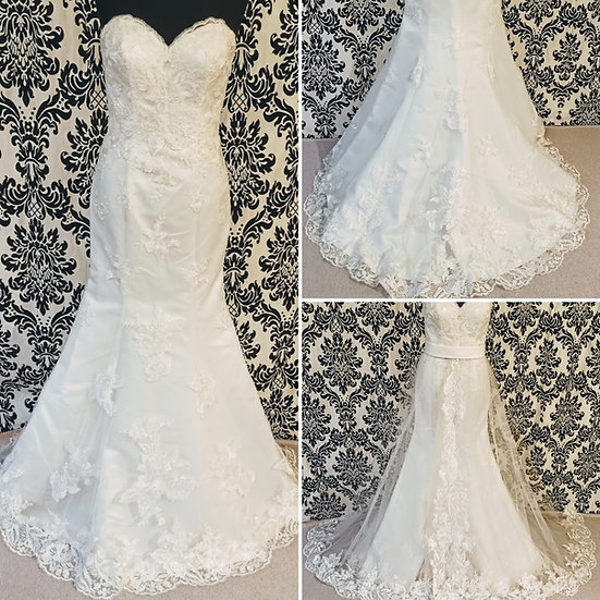 Size 12 sample ivory lace fit & flare dress with full lace & tulle overskirt