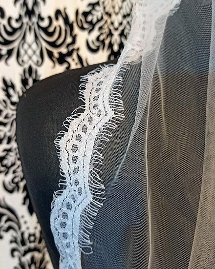 Ivory single layer veil with eyelash lace edging