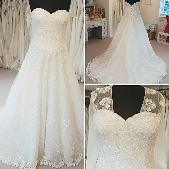 Size 18 Elite Bridal sparkly A-line wedding dress with removable sleeves