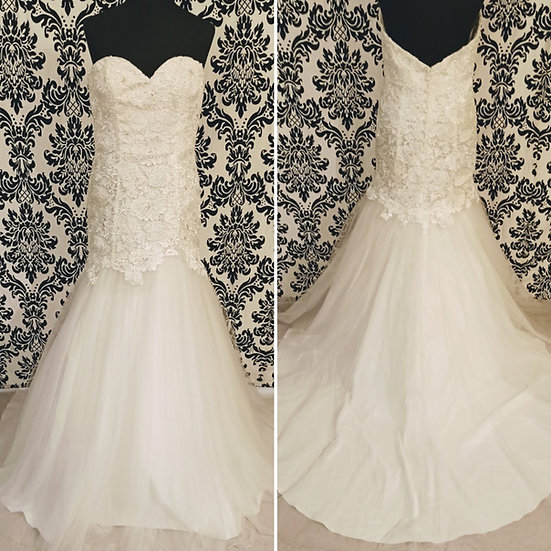 Size 14 sample ivory guipure lace & tulle fit & flare wedding dress