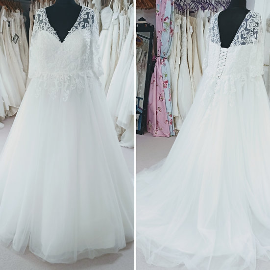 Size 20 Michelle Bridal tulle ballgown wedding dress with sleeves