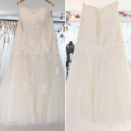 Size 24 Callista 'Dali' ivory lace slim A-line weddin