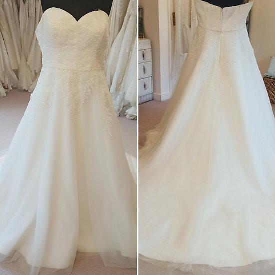 Size 18 Emma Bridal ivory lace and tulle wedding dress