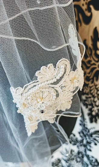 Ivory tulle 2-layer fingertip lace applique veil
