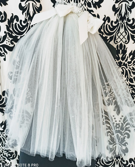 Short ivory multi-layer veil with crystal and a satin & lace bow