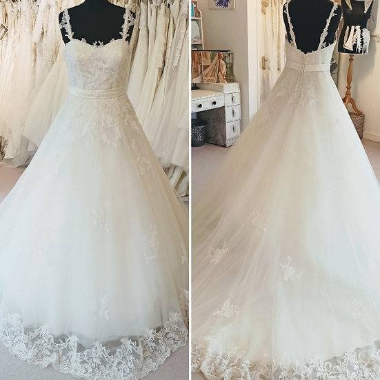 Size 14 House of Nicholas lace A-line wedding dress