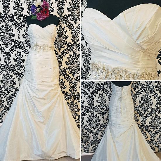Enzoani ivory fit & flare wedding dress size 12