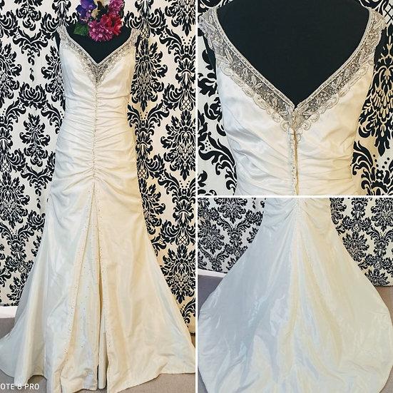 Size 10 Vintage-style ivory fit & flare wedding dress