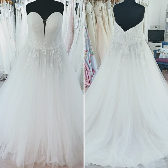 Size 24 Stella York ivory lace and tulle sparkly ballgown wedding dress