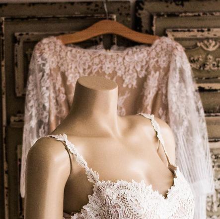 Wedding%20Dress%20on%20Headless%20Mannequin_edited.jpg