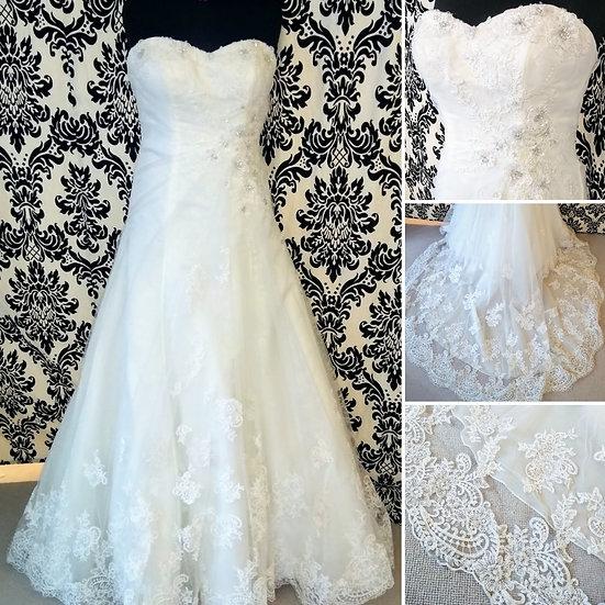 Size 16 Essence of Australia lace wedding dress