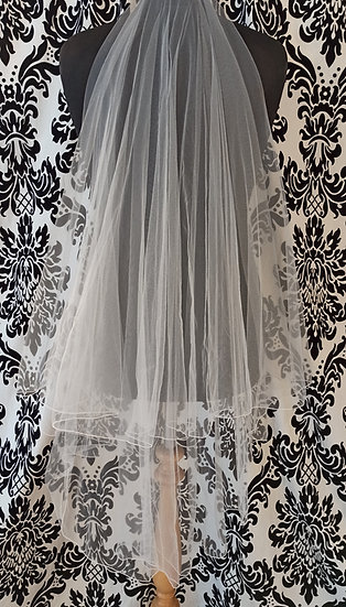 Ivory double-layer fingertip veil