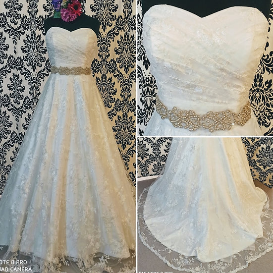 Ivory lace ballgown wedding dress size 14