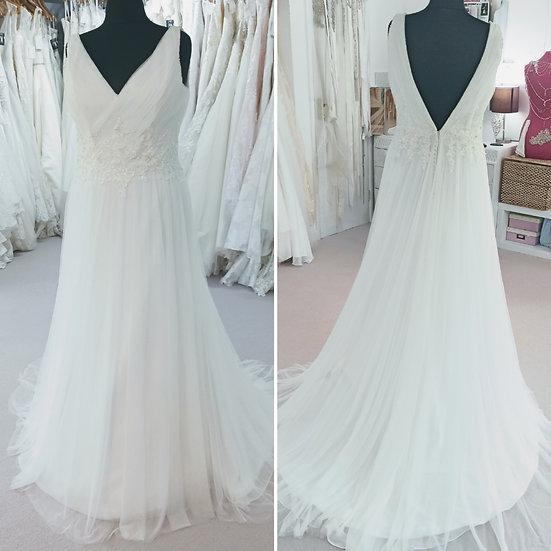 Size 16 Romantica Romany ivory chiffon and lace wedding dress