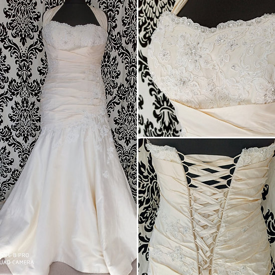 Size 16 Essence silk fit and flare wedding dress