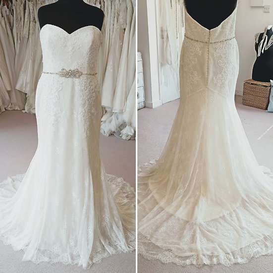 Size 20 Enzoani ivory lace fit and flare wedding dress