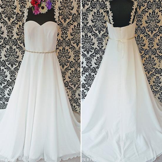 Size 26/28 NEW Bianco Evento A-line wedding dress