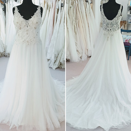 Size 16 Romantica Thea lace and bead wedding dress