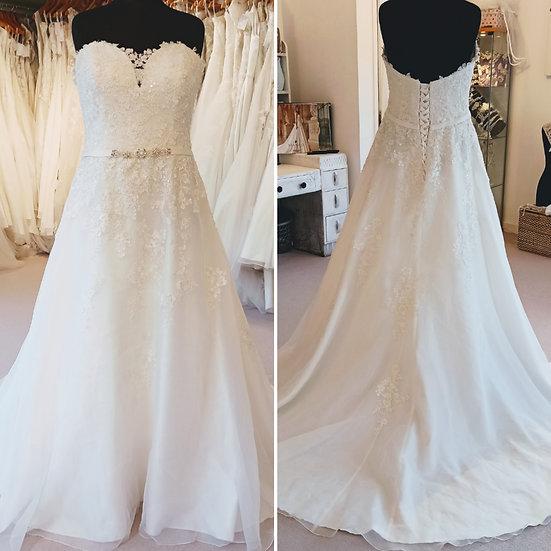 Size 26 Ladybird Bridal ivory A-line bead & lace wedding dress