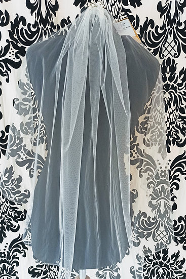A single layer ivory veil with pearl & crystal edge and a decorated comb
