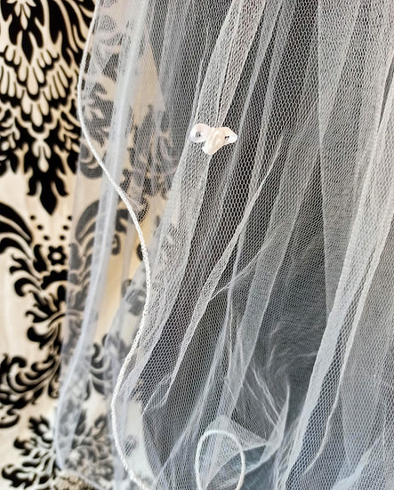 White tulle double layer elbow-length veil with flower decoration