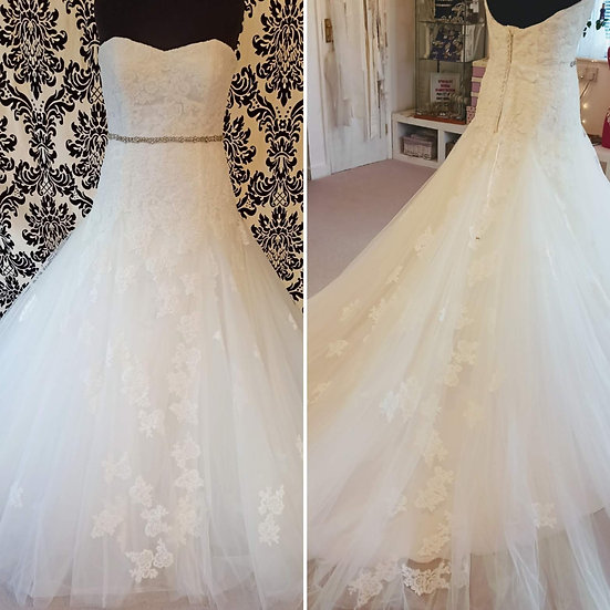 Size 16/18 ivory lace & tulle A-line wedding dress