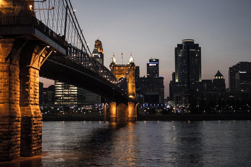 bridge-to-cincinnati-over-the-river-in-o