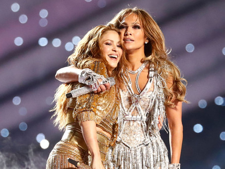 Looks de Shakira no Super Bowl contaram com quase 2 milhões de cristais.