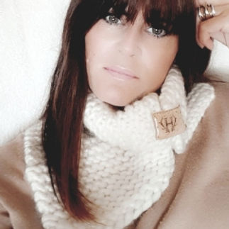 womens cream woollen scarf.jpg
