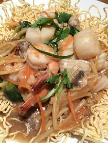 Rad Na with Crispy egg noodle
