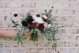 レンガの壁に花