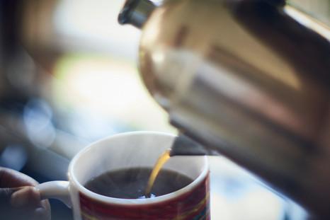 Sirviendo café