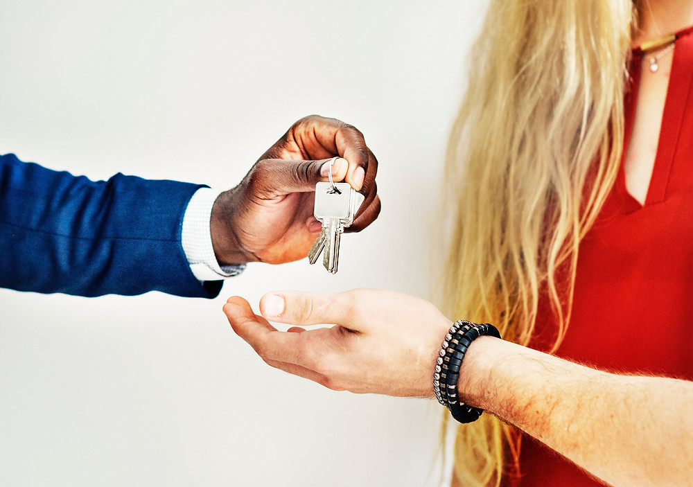 realtor handing person keys to their new house
