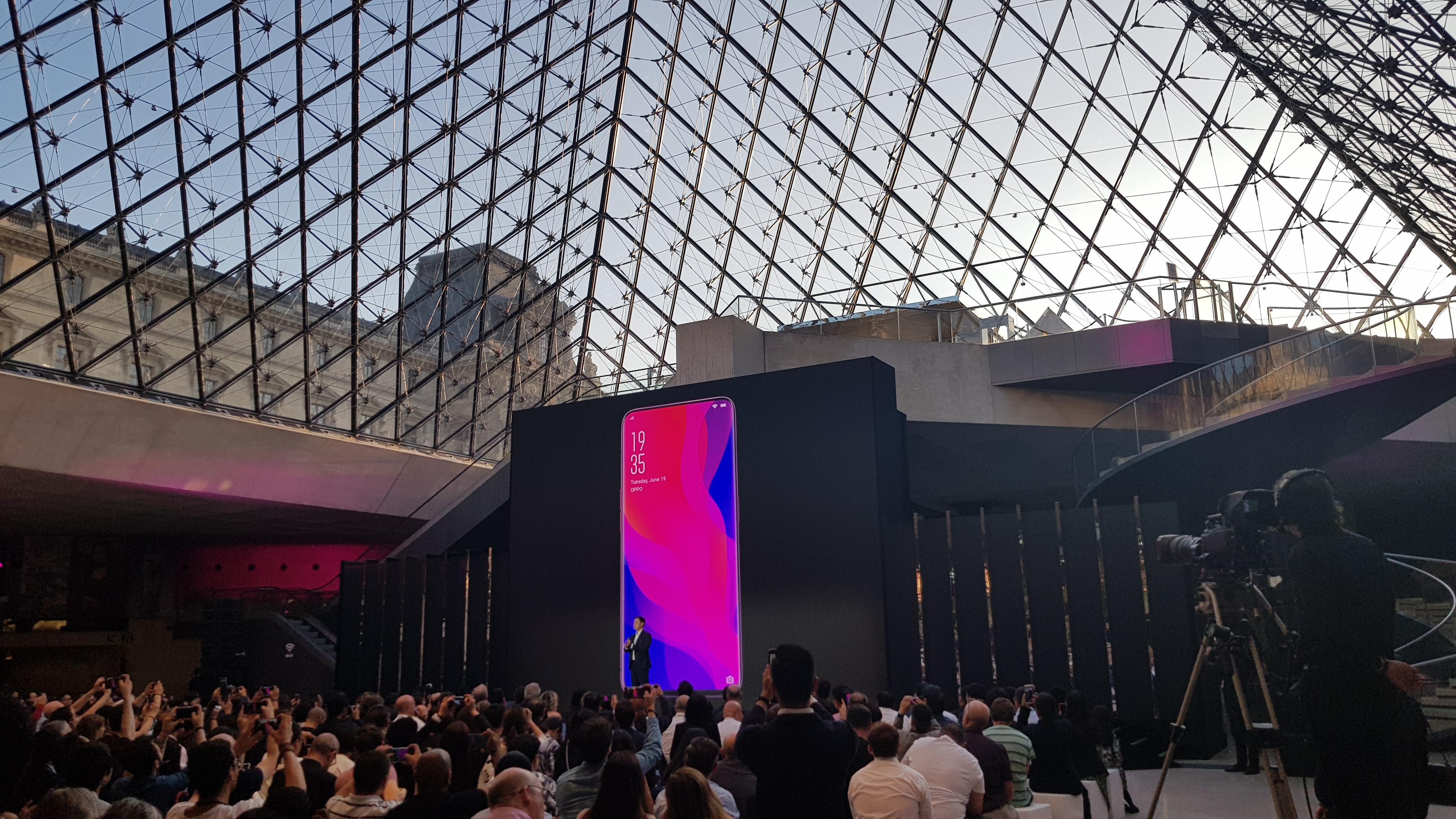 Oppo - Carrousel du Louvres